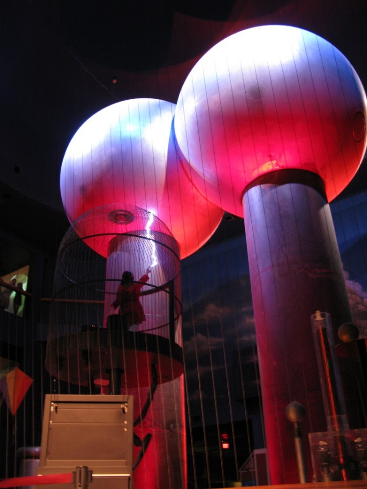 Van de Graaff Generator - Boston Museum of Science_2734669311_l
